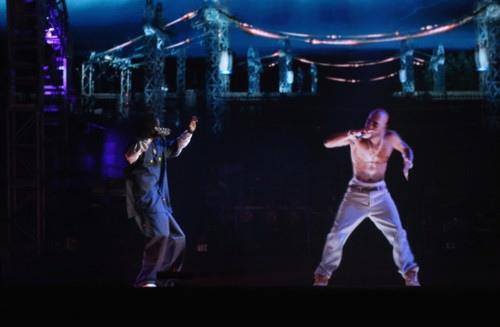 Tupac est vivant (enfin presque) à Coachella en Californie !