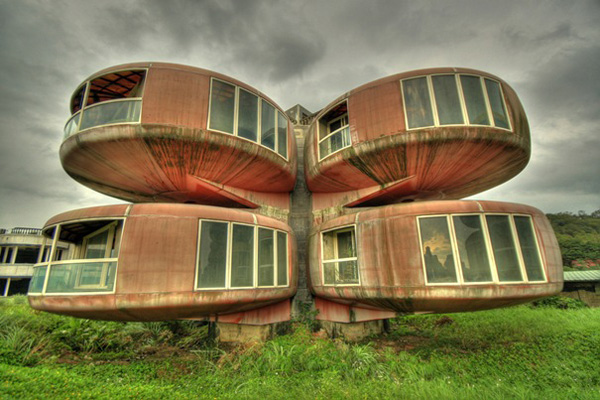 10-most-amazing-buildings-in-the-world-The-Ufo-House-Sanjhih-Taiwan