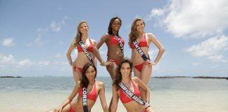 Les candidates à l'élection Miss France 2012 sur la plage, à l'Ile Maurice.