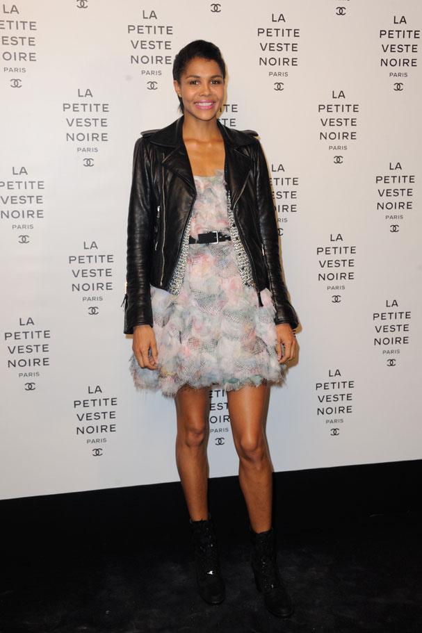 La chanteuse Ayo à l'occasion de la soirée Chanel