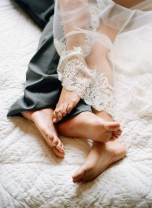 Munaluchi-Bride-Magazine-Spring-2013-Issue-Boudoir-Shoot-January-2013-006-439x600