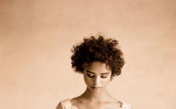Munaluchi-Bride-Magazine-Spring-2013-Issue-Boudoir-Shoot-January-2013-007-439x600