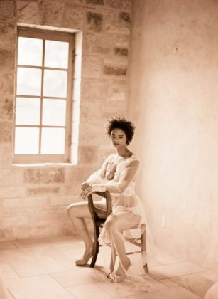 Munaluchi-Bride-Magazine-Spring-2013-Issue-Boudoir-Shoot-January-2013-008-439x600