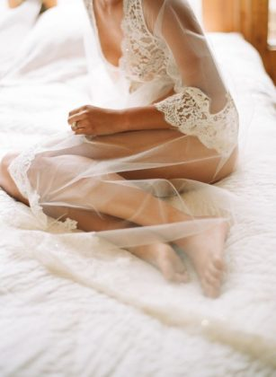Munaluchi-Bride-Magazine-Spring-2013-Issue-Boudoir-Shoot-January-2013-011-439x600