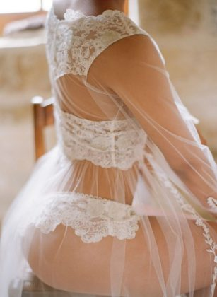 Munaluchi-Bride-Magazine-Spring-2013-Issue-Boudoir-Shoot-January-2013-439x600