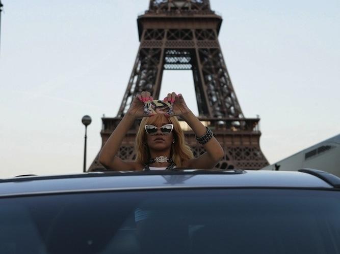 Rihanna-Paris-Tour-Eiffel-Tower