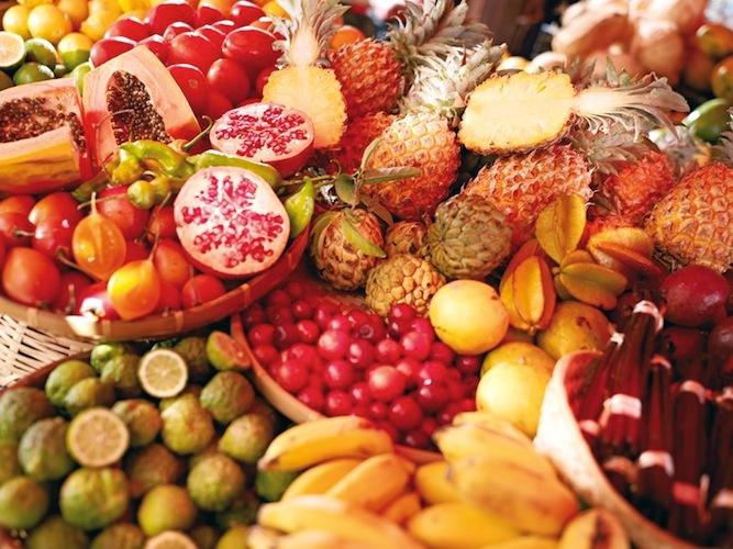 Influencée par des saveurs diverses (indiennes, chinoises, françaises, malgaches et africaines) et fruit d'un métissage culturel, la cuisine réunionnaise est empreinte d'exotisme et de curiosité.