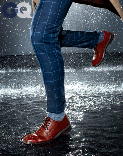1399650580345_omar-sy-gq-raincoat-gq-magazine-may-2014-fashion-style-men-weather-05
