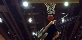 Le meilleur dunk de l'histoire par Jordan