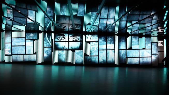 Sortir à Montreal : Projection Murale par Baillat Cardell