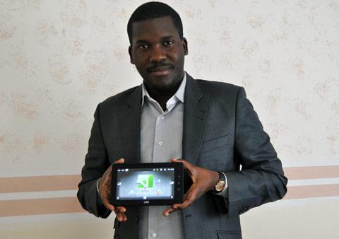 Verone Mankou et la Way-C, la tablette Made in Congo