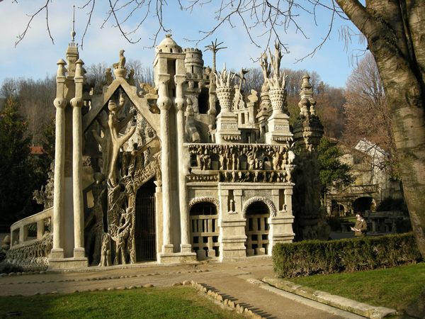 10-most-amazing-buildings-in-the-world-Ferdinand-Cheval-Palace-a.k.a-Ideal-Palace-France