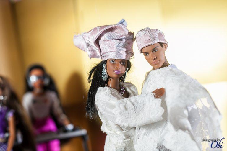 BARBIE se marie au Nigeria en tenue traditionnelle !