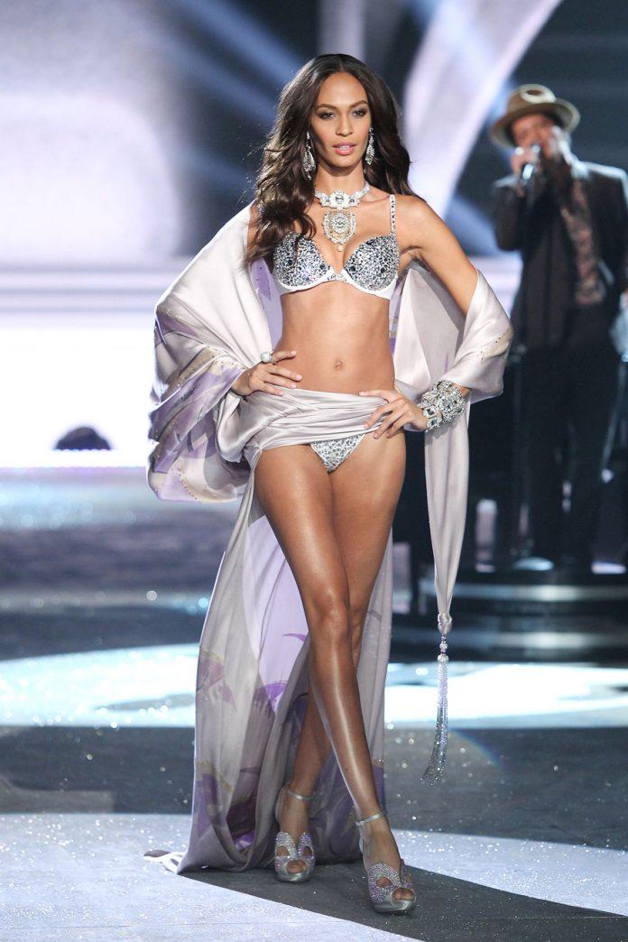 Joan Small pour le défilé Victoria Secret 2012