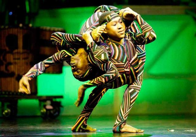 """""""Cirkafrica"""": des acrobates, jongleurs et danseurs venus d'Afrique"""