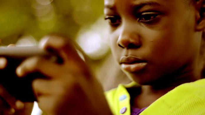 Le spot Télé d'elikia, le premier smartphone conçu en Afrique.