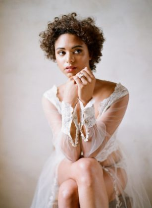 Munaluchi-Bride-Magazine-Spring-2013-Issue-Boudoir-Shoot-January-2013-003-439x600