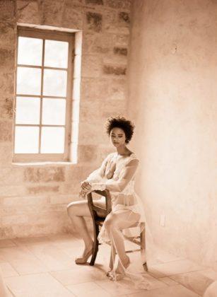 Munaluchi-Bride-Magazine-Spring-2013-Issue-Boudoir-Shoot-January-2013-008-439x600