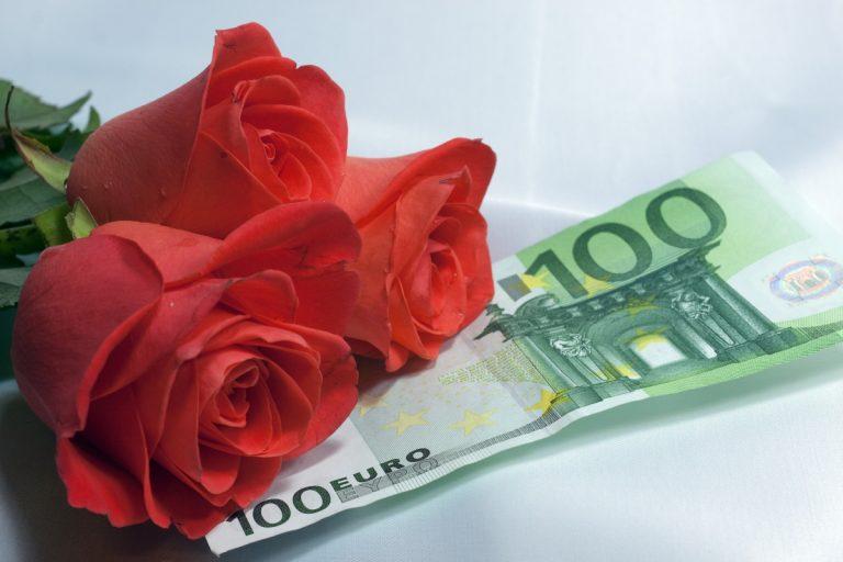4 Easy Ways To Make Money On Valentine's Day