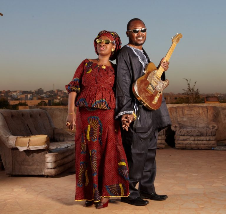 Regardez Africa mon Afrique un clip de Amadou et Mariam