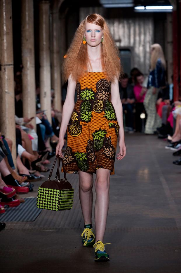 moschino-cheap--chic-spring-summer-2013-lfw23