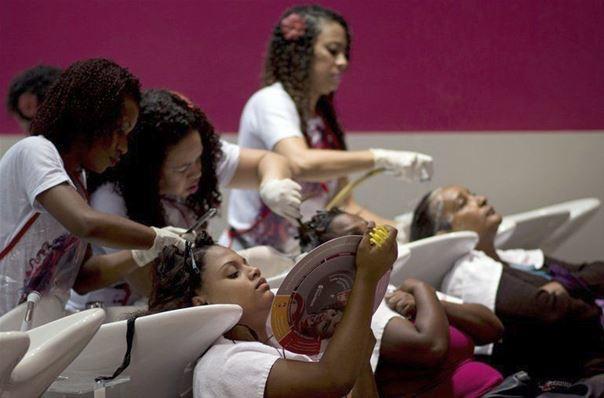Brésil: parce que les femmes noires de Rio le valent bien