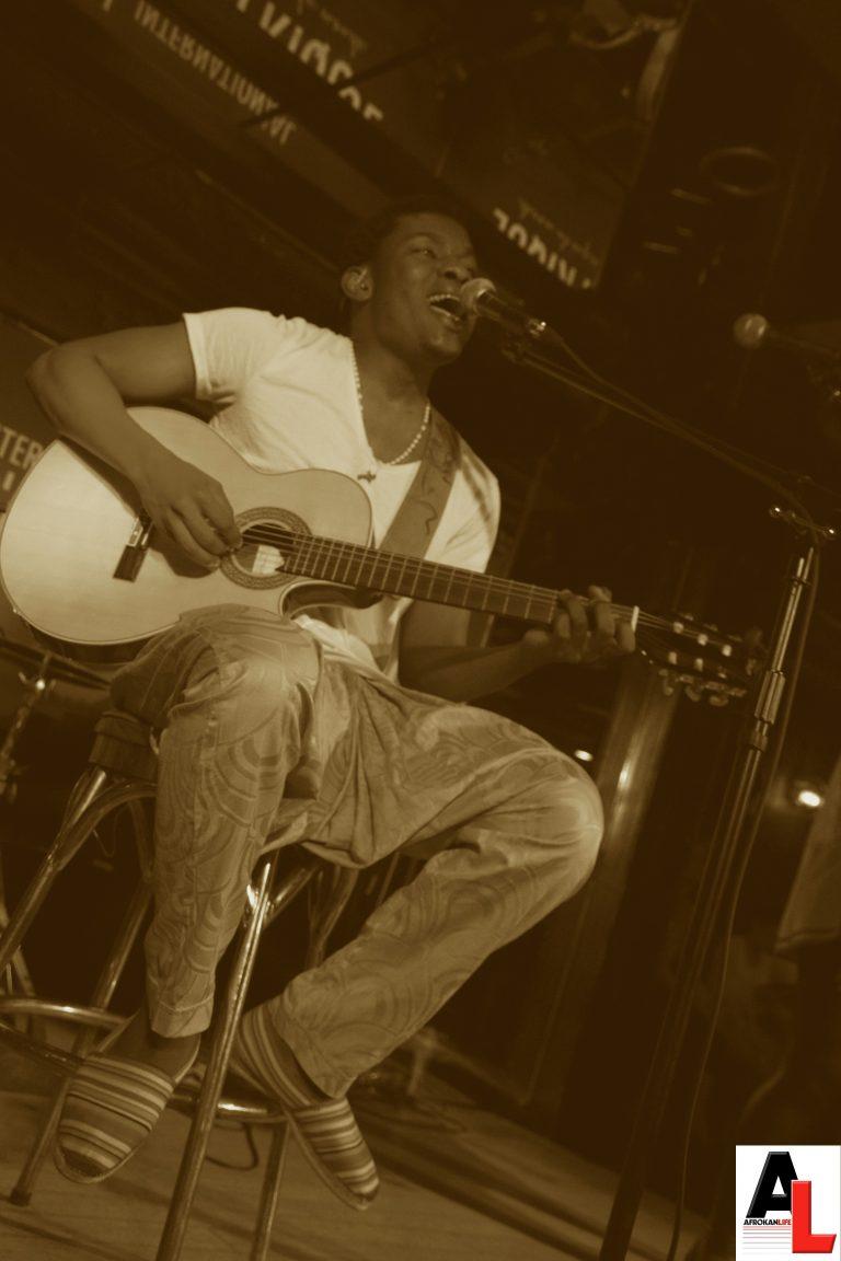 Projecteur sur Just Woan, entre soul et afrobeat