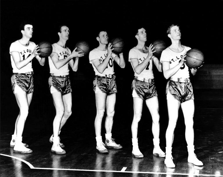 Évolution des maillots NBA dans l'histoire