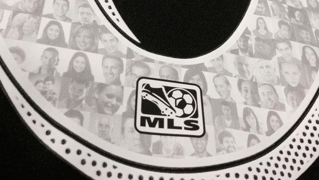 Les visages des supporters au dos des maillots des clubs de MLS
