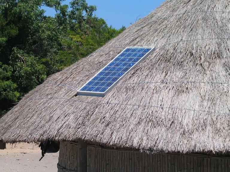 Le Sénégal se lance dans les stations solaires de recharge mobile