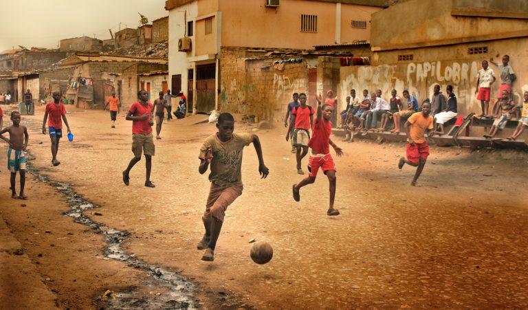 D'Abidjan à Brossard, tous foot de rue