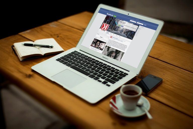 Comment insérer votre site web dans des montages photos ?