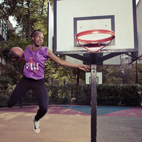 girl can dunk