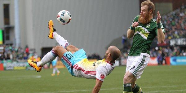 Higuain vole la vedette à Piatti d'un magnifique retourné acrobatique !
