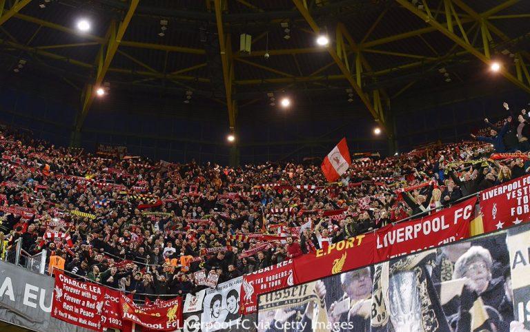 Les frissons du You'll Never Walk Alone par les partisans de Liverpool et Dortmund !