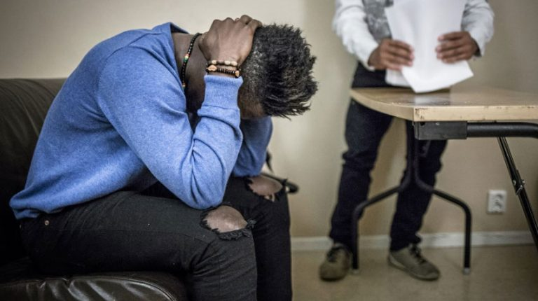 Un joueur de soccer ouvertement gay menacé d'expulsion