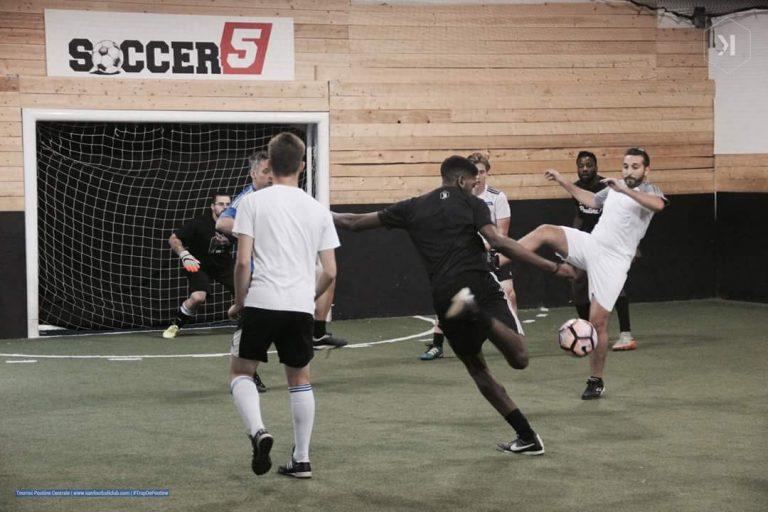 Quand y'a trop de poutine dans le ventre, jouons au soccer !