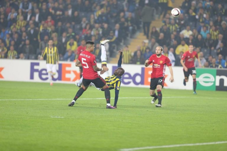 Ligue Europa : La superbe lucarne de Moussa Sow contre Manchester United