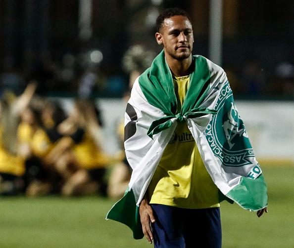 VIDÉO : Un défenseur supplie Neymar de ne pas l'humilier