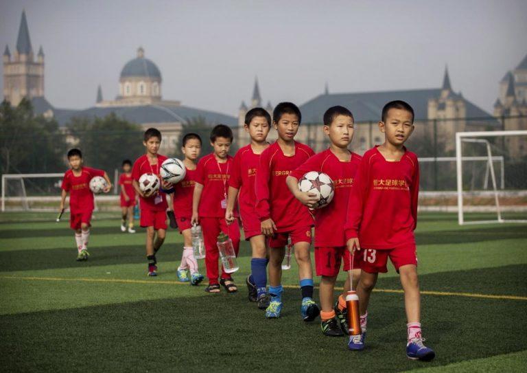 La Chine veut ouvrir 50 000 écoles de football d'ici 2025