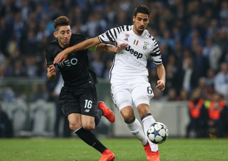 Il poursuit son match malgré une horrible blessure au pied pendant Porto-Juventus