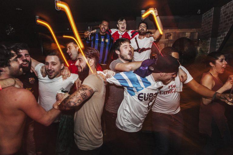 Retour sur un party de chandails de soccer vintage au coeur de Rosemont